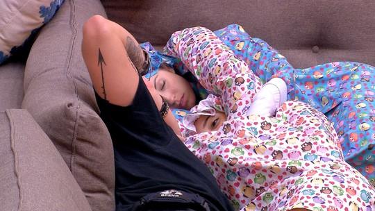 Jéssica alfineta Paula: 'Difícil dormir com uma tagarela do lado'