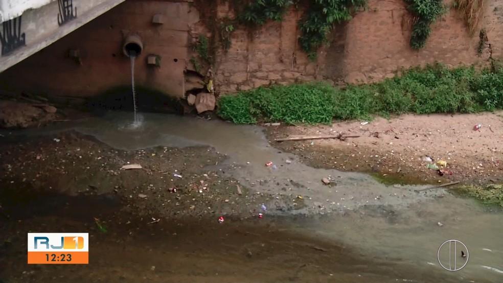 Esgoto em Teresópolis, RJ, é despejado diretamente nos rios — Foto: Reprodução/Inter TV RJ