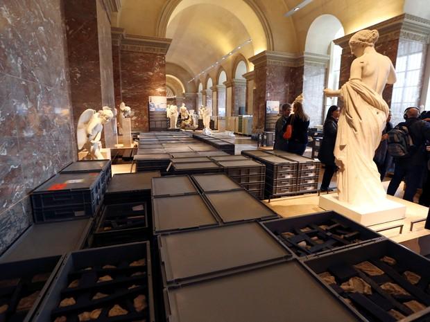 Museus do Louvre e de Orsay, em Paris, mudaram de lugar obras de arte armazenadas em depósitos subterrâneos (Foto: John Schults/Reuters)