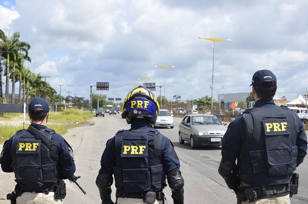 Polícia Rodoviária Federal atuando na Operação Finados, no Recife — Foto: Polícia Rodoviária Federal/Divulgação