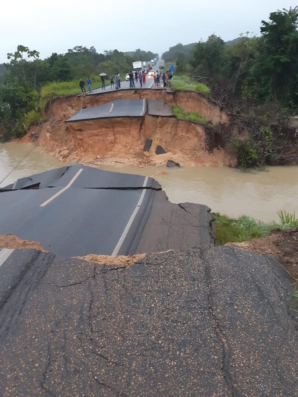 BR-010 rompe após chuvas em Ipixuna do Pará. — Foto: Ascom PRF