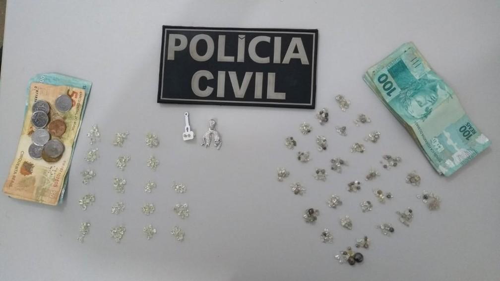 Ex-assessor da ALMT e mais um foram presos com 470 pedras de diamante extraídas de terra indígena — Foto: Polícia Civil de Mato Grosso/Divulgação