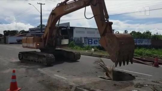Prefeitura de Parnaíba inicia obra de recuperação da BR-343 bloqueado após abertura de crateras