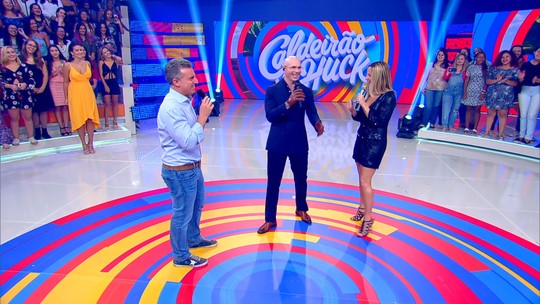 Claudia Leitte e Pitbull empolgam a web com hits dançantes no palco do 'Caldeirão'