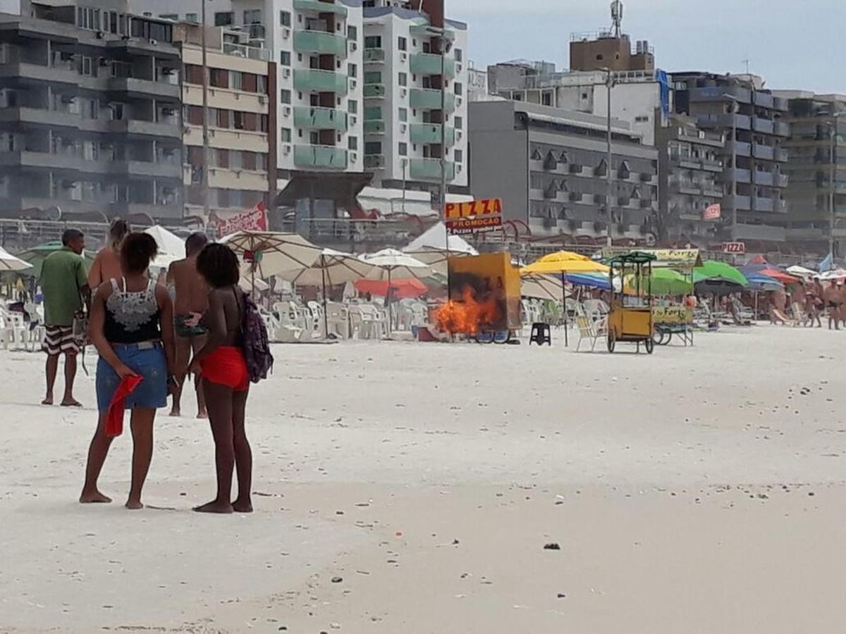 Vídeo flagra incêndio em barraca de praia que feriu turista carioca ao tentar ajudar ambulante em Cabo Frio, no RJ