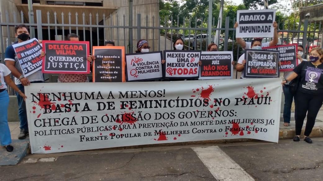 Familiares e amigos de mulher estuprada em hospital fazem protesto e pedem prisão do suspeito