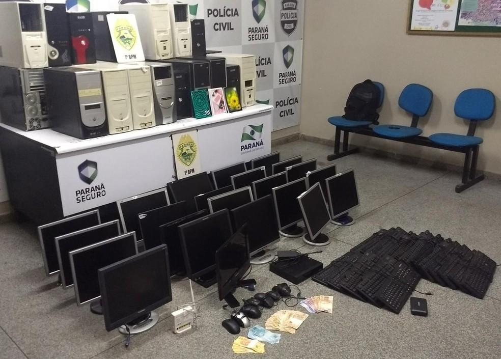 Objetos apreendidos pela polícia no bingo (Foto: Divulgação/PM)