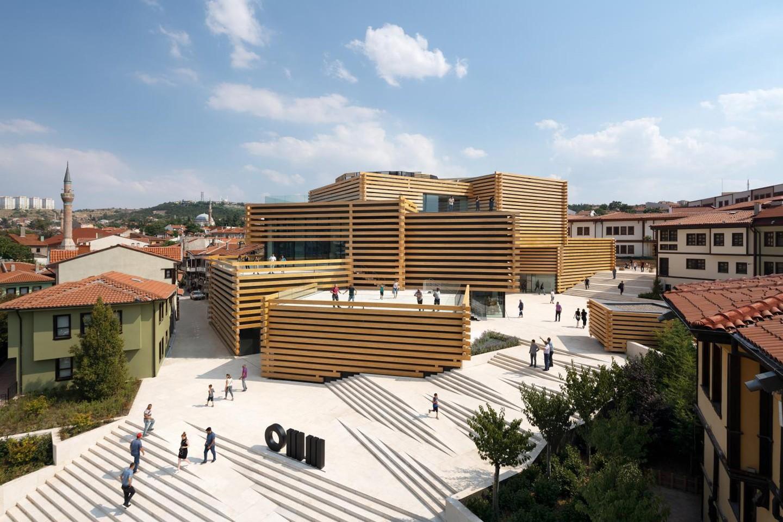 Museu na Turquia assinado por Kengo Kuma & Associates inaugura com estrutura de blocos de madeira (Foto: NAARO/Divulgação)