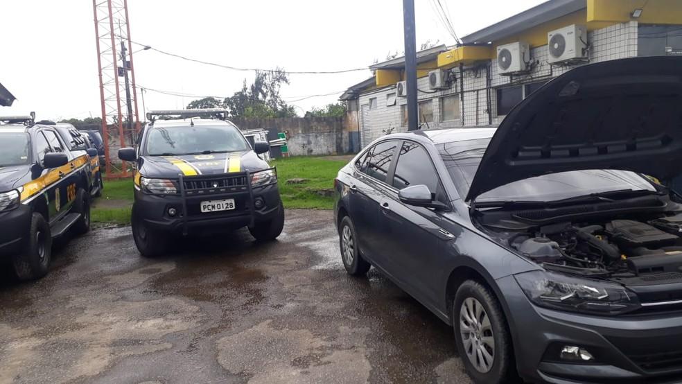 Homem condenado por estelionato foi preso no Recife pela Polícia Rodoviária Federal — Foto: PRF/Divulgação