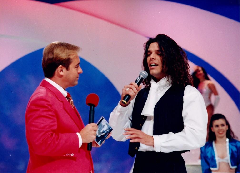 Gugu Liberato conversa com Ricky Martin no 'Domingo Legal' — Foto: Moacyr dos Santos/Acervo do SBT