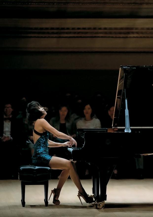 Yuja Wang em concerto esgotado no Carnegie Hall, em Nova York, em maio passado (Foto: Rolex/Ben Hassett e Reprodução/Instagram)
