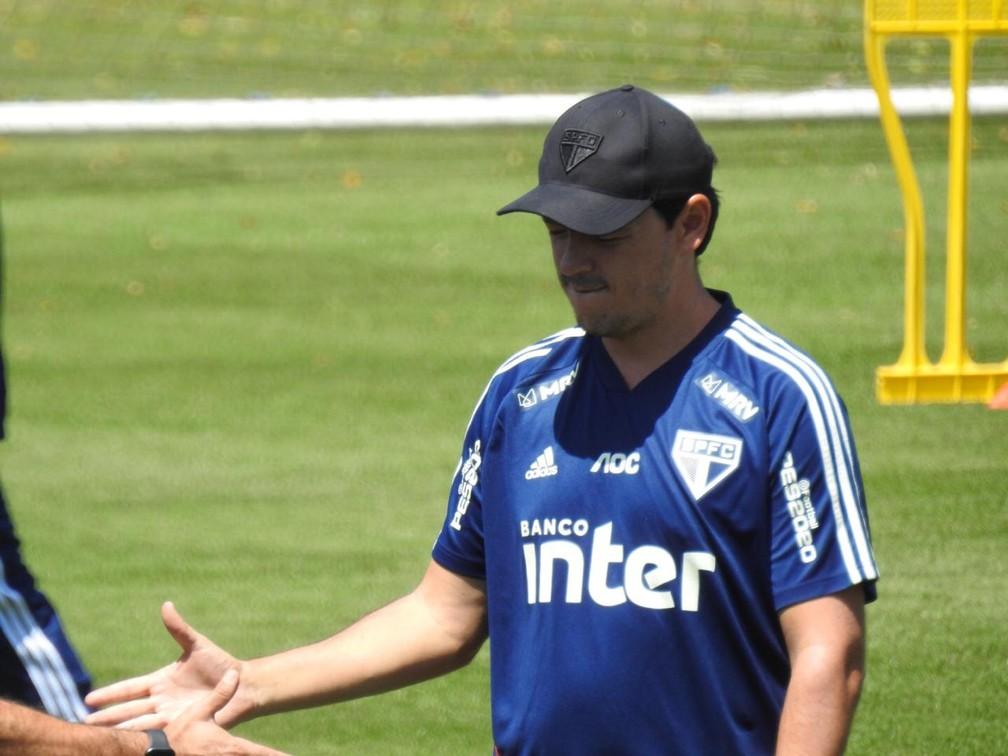 Fernando Diniz durante treino do São Paulo — Foto: Marcelo Hazan