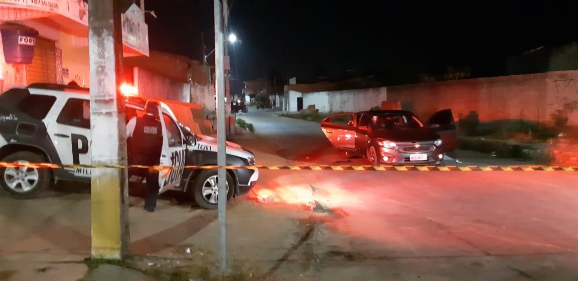 Carro usado em ação que terminou com casal assassinado na frente dos filhos é apreendido em Maranguape