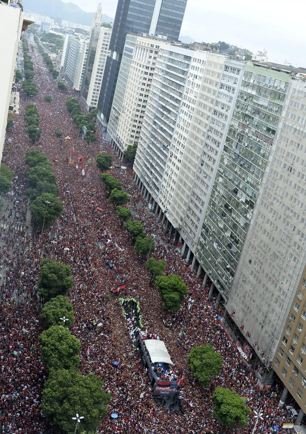 Torcida do Flamengo na festa do título Libertadores  — Foto: André Durão