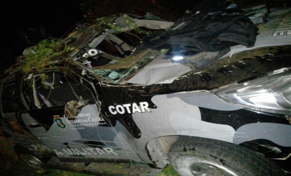 -  Motorista foi desviar de um animal na pista e perdeu o controle do automóvel.  Foto: Reprodução/TV Verdes Mares