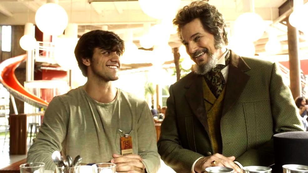 Elmo e Dom Sabino se encontram após conversa sobre Carmen (Foto: TV Globo)
