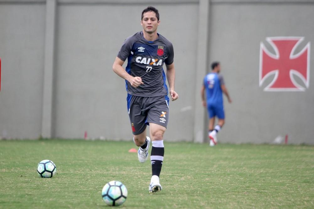 Milton testa Vasco com três zagueiros para estreia de Anderson Martins