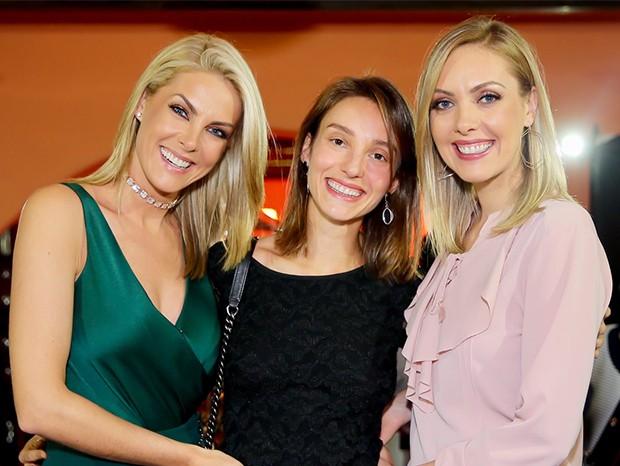 Ana Hickmann e suas irmas, Fernanda e Bel (Foto: Manuela Scarpa/Brazil News)