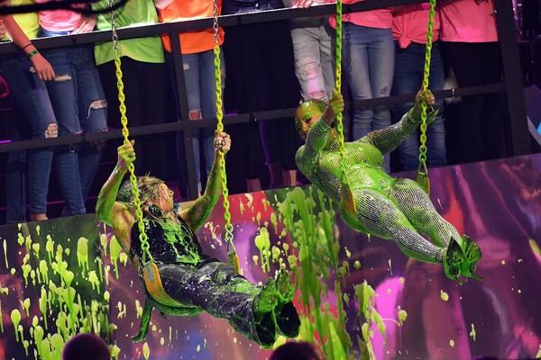 Mel B e Heidi Klum cobertas por uma gosma verde no Kids Choice Awards 2018 (Foto: Reprodução)