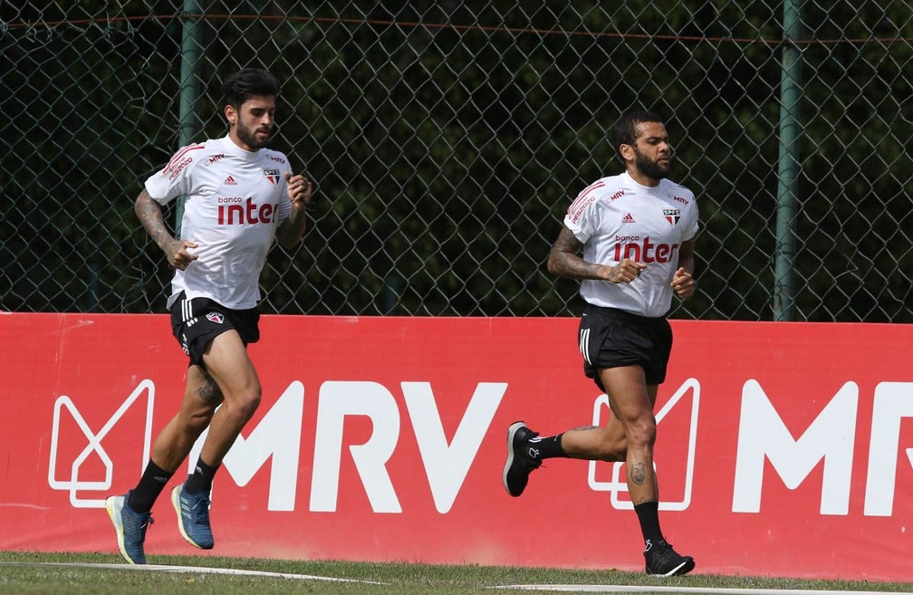 Daniel Alves, do São Paulo, voltou aos treinos nesta quarta-feira — Foto: Reprodução/Twitter