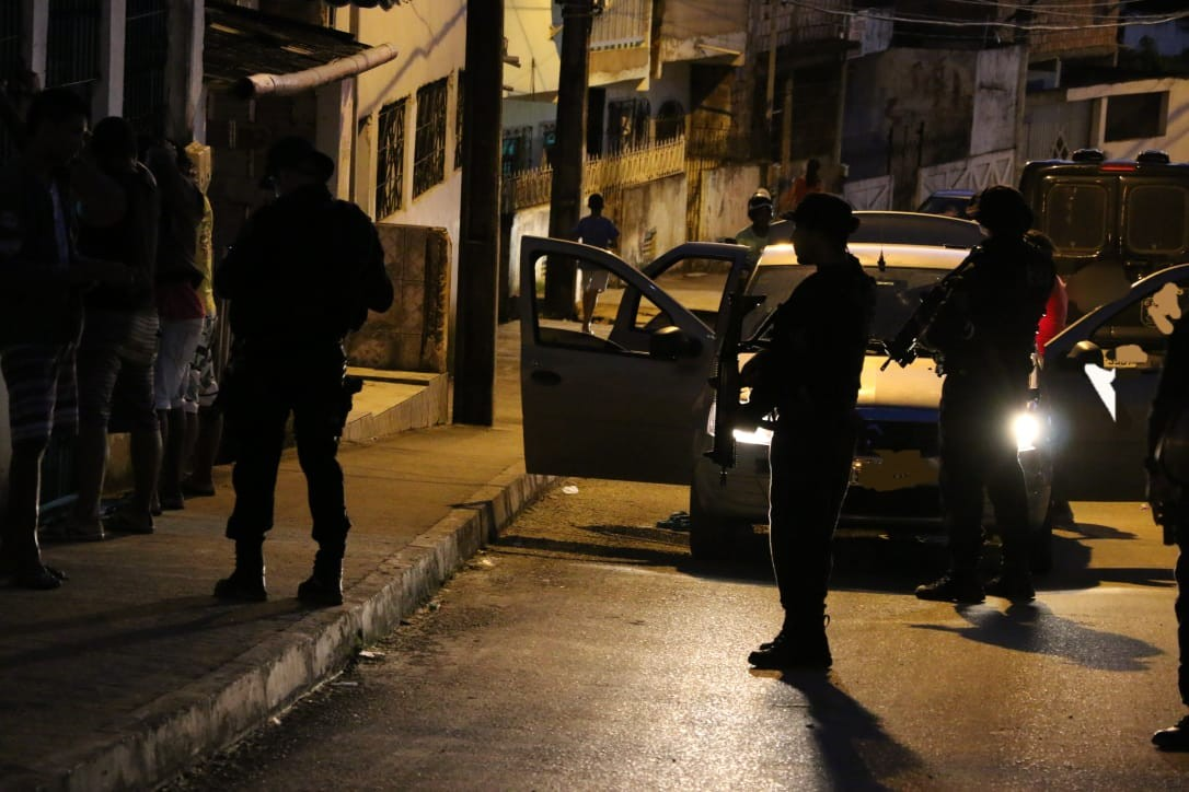 Gerente de facção e foragido de operação policial na BA é preso ao tentar escapar de blitz em Salvador