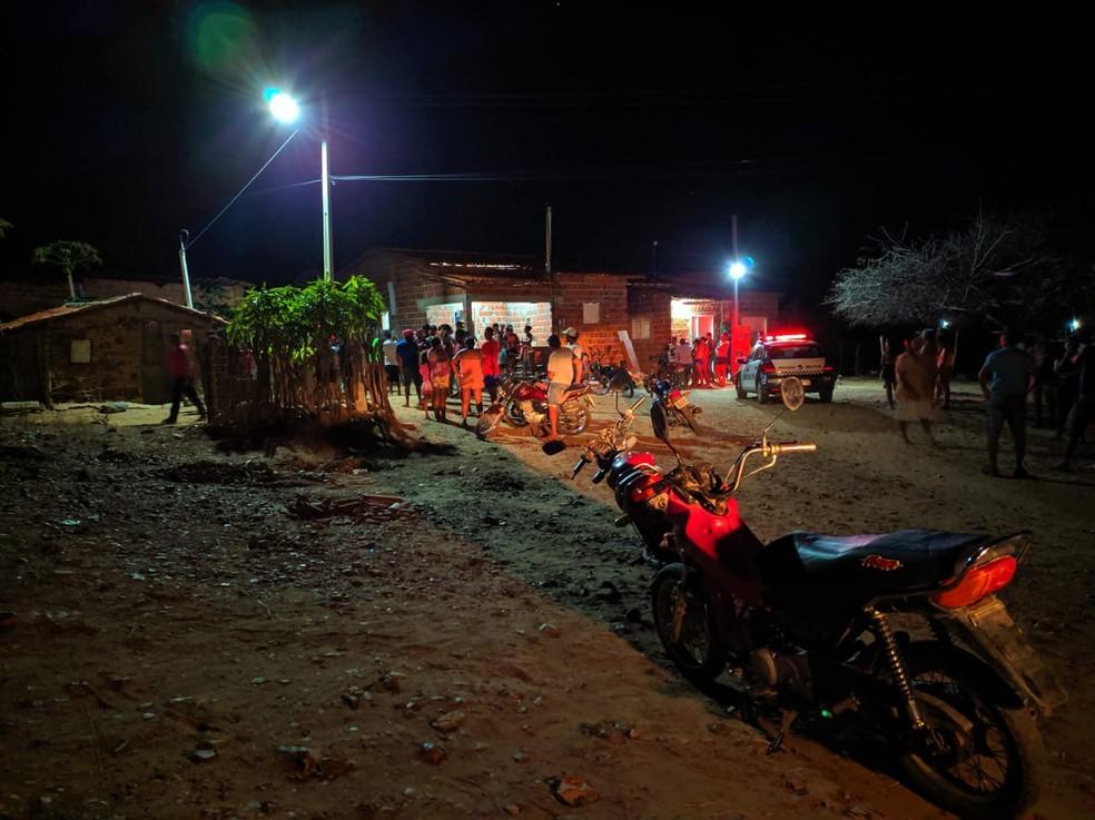 Mulher foi encontrada morta dentro de casa em Angicos, no RN — Foto: Gilberto Rocha