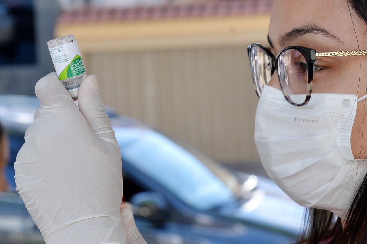 Vacinação contra a gripe em Curitiba é retomada nesta segunda-feira (30) para acamados