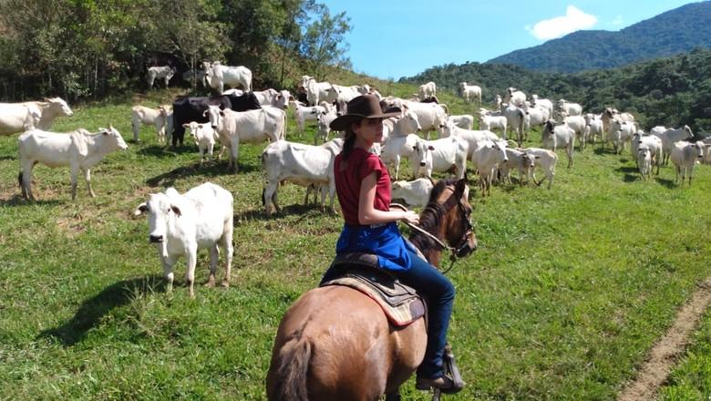 mariara-modelo-veterinaria-mulher-do-agro-cavalo-cavalgada-pecuaria (Foto: Divulgação/Arquivo pessoal)