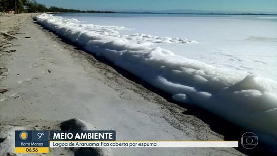 Lagoa de Araruama aparece coberta por espuma