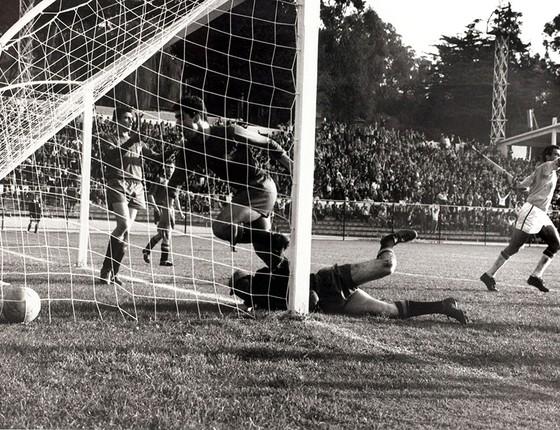 Lance da vitória brasileira em 1962 contra a Espanha a27d67e815929
