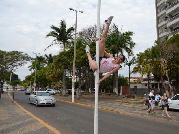 Praticantes do Polo Fitness saíram às ruas para divulgar nova modalidade em Boa Esperança (Foto: Lucas Soares)