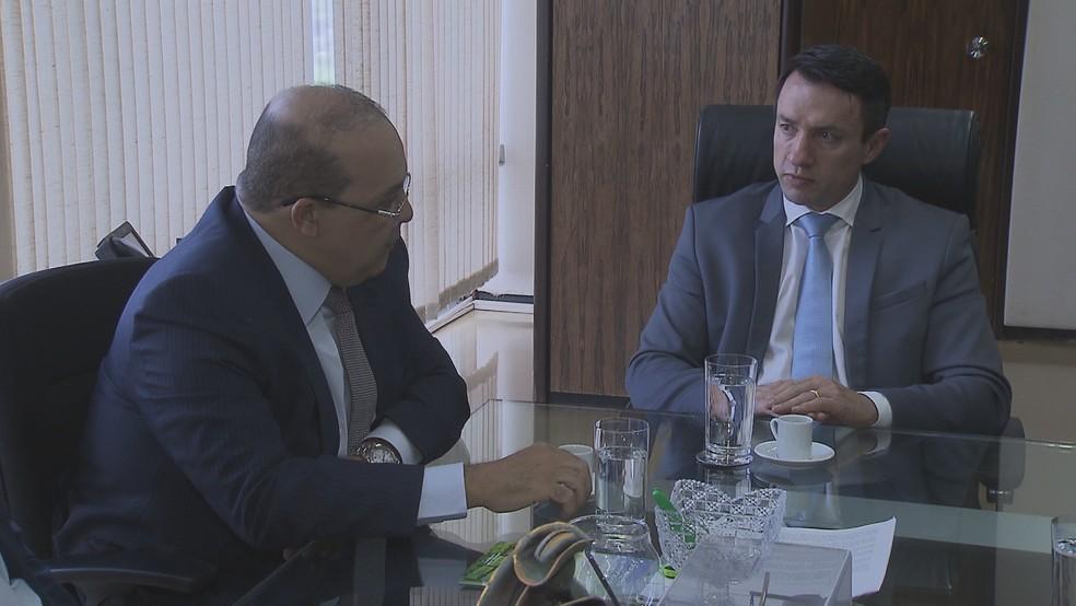 Governador eleito do DF, Ibaneis Rocha, se encontra com o ministro interino da Agricultura, Eumar Novacki — Foto: TV Globo/Reprodução