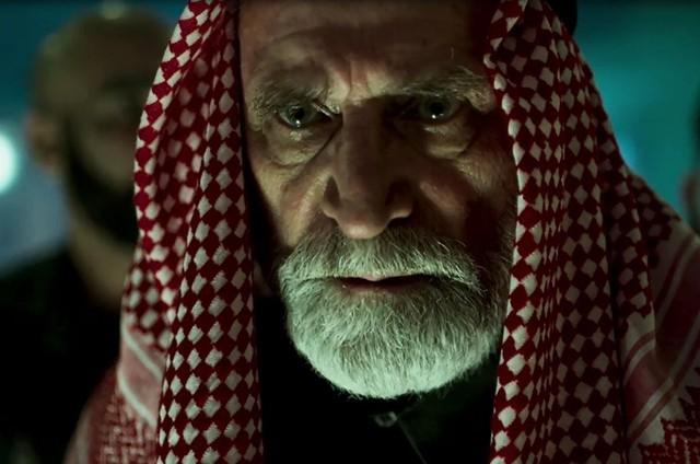 Herson Capri é Aziz em 'Órfãos da terra' (Foto: Reprodução)