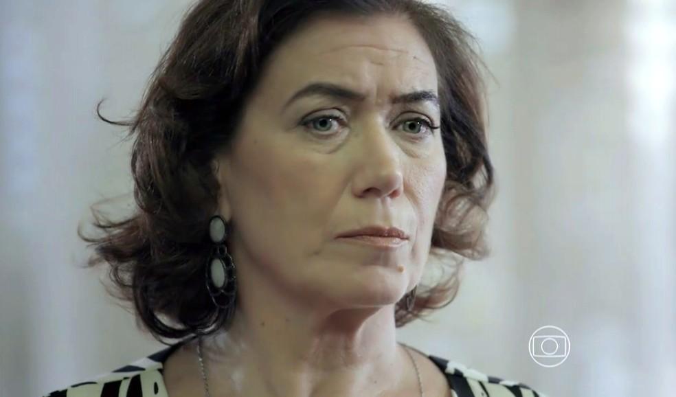 Maria Marta (Lilia Cabral) se depara com Maurílio (Carmo Dalla Vecchia) na sua casa - 'Império' — Foto: Globo