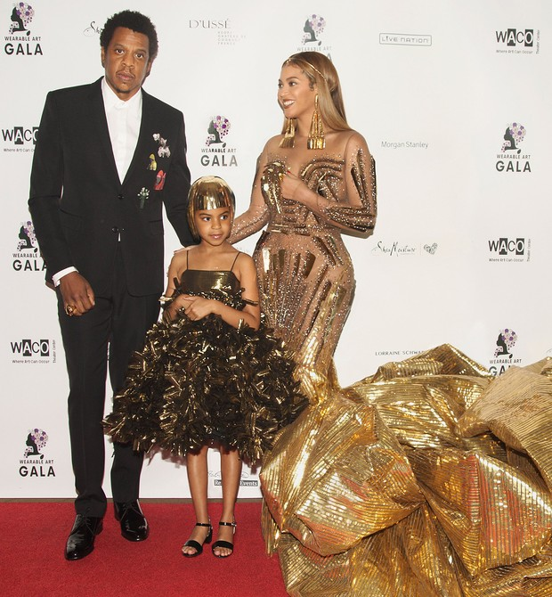 Beyonce no leilão com marido e filha (Foto: Reprodução Instagram)