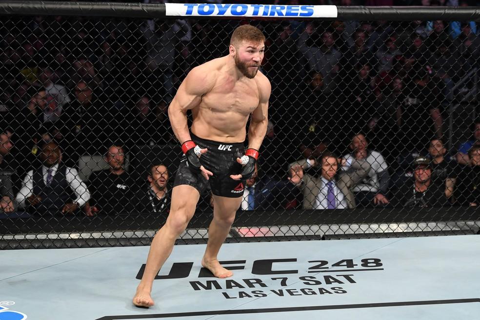 Ion Cutelaba viajou para os EUA um mês antes de sua luta, mas não poderá treinar no Instituto de Performance do UFC, que está fechado — Foto: Getty Images