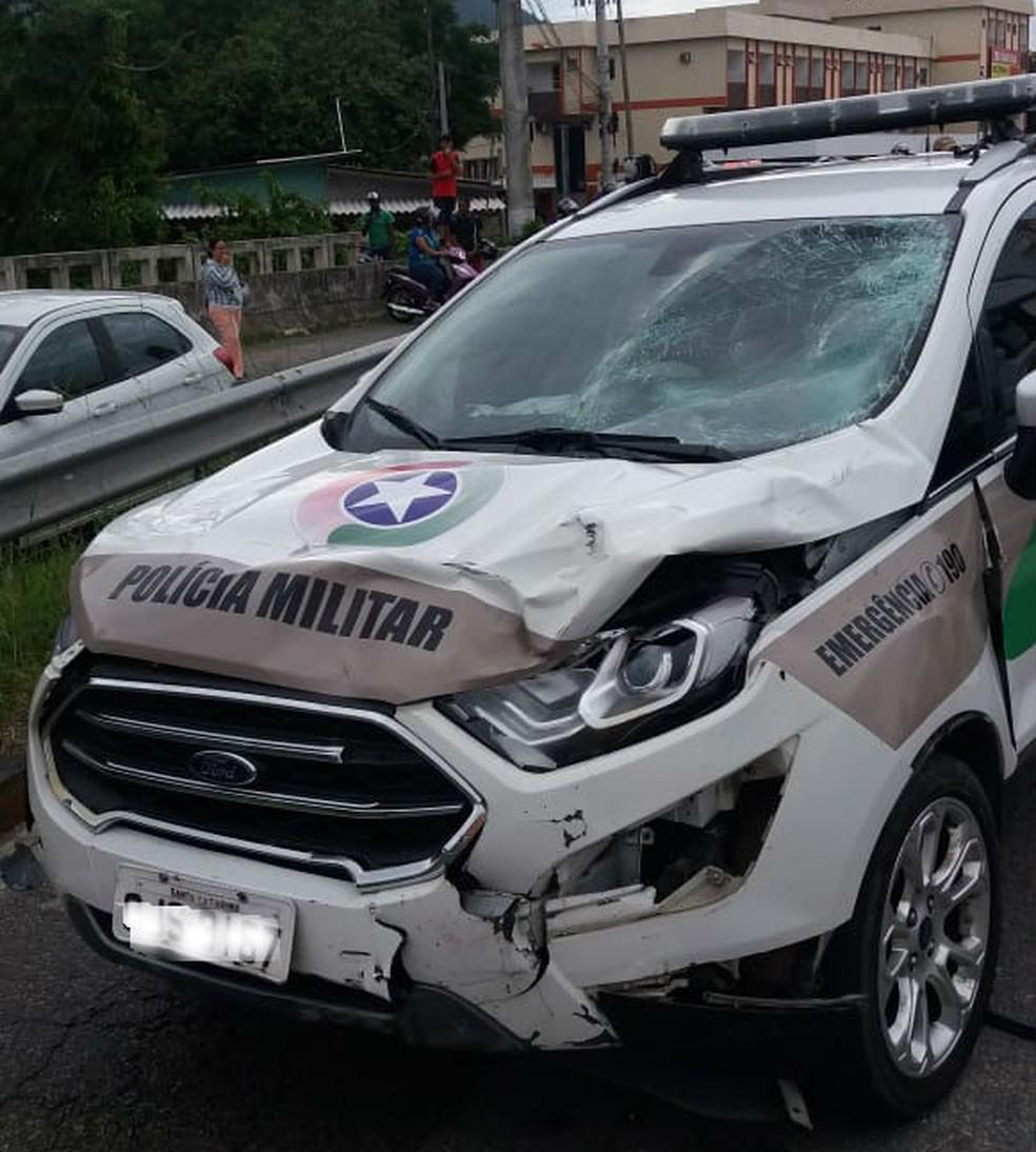 Viatura colidiu em moto durante fuga na BR-101 em SC — Foto: PRF/Divulgação
