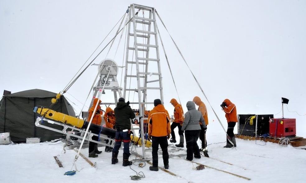 Pesquisadores visitam ameaçada pelo aquecimento global — Foto: BBC