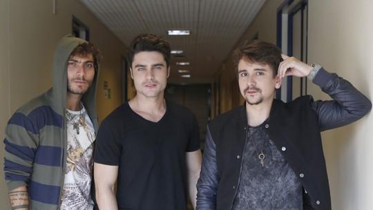 Guilherme Leicam investe na música sertaneja e pega dicas com a dupla Bruninho & Davi