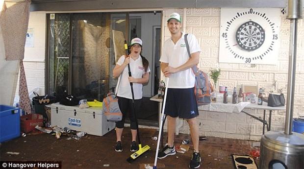Hangover Helpers: eles limpam a casa que fica imunda pós uma festa (Foto: Divulgação )