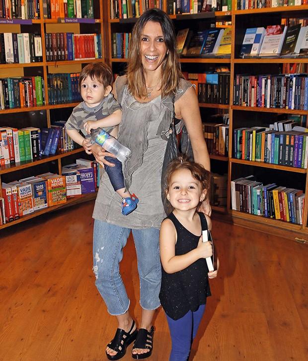 Sarah Oliveira e os filhos, Martin e Chloé  (Foto:  Sarah Oliveira e os filhos, Martin e Chloé )