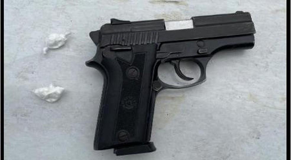 Arma encontrada com suspeito de matar policial em Feira de Santana — Foto: Divulgação/SSP-BA