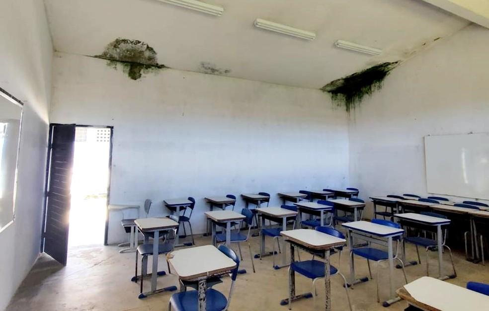Estrutura da Escola Normal Estadual Pedro Augusto de Almeida ameaça desabar, em Bananeiras — Foto: Tovar Correia Lima/Divulgação