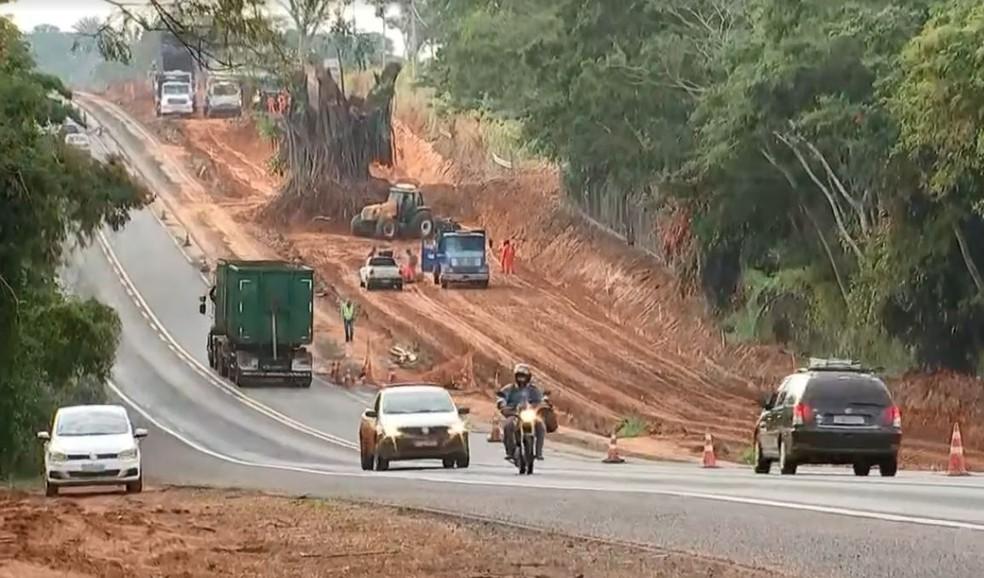 Trecho da BR-153 entre Bady Bassitt e José Bonifácio (SP) está em obras — Foto: Reprodução/TV TEM