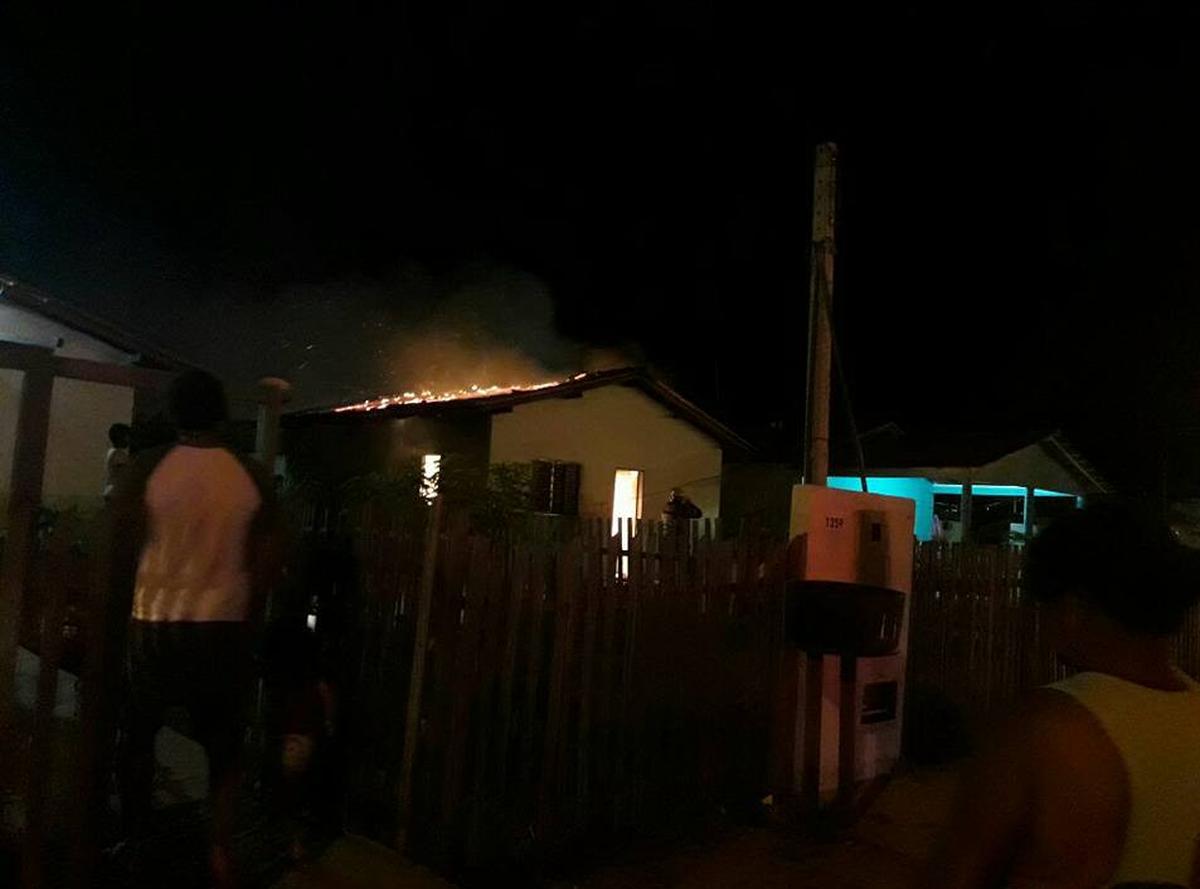Incêndio destrói casa e deixa família desalojada em Boa Vista