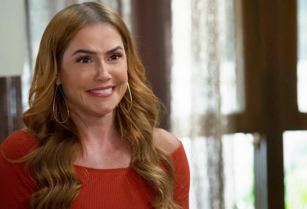 Alexia (Deborah Secco) terá que responder se quer se casar com Zezinho (João Baldasserini) em 'Salve-se Quem Puder' — Foto: Globo
