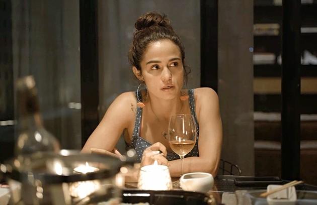 Na sexta (13), Érica (Nanda Costa) vai voltar de viagem e estranhar o afastamento de Sandro (Foto: Reprodução)