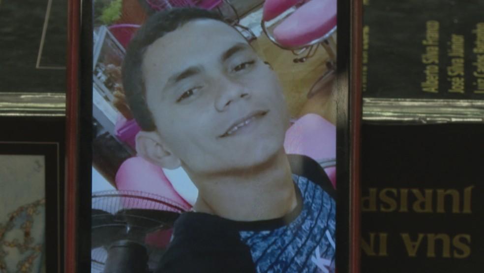 Brendo Sousa Moraes ajudou a enterrar o corpo da mãe e levou a polícia até o local — Foto: Tv Globo/ Reprodução