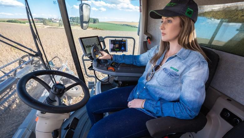 mulher-tecnologia-campo-profissão-colheita (Foto: Divulgação)