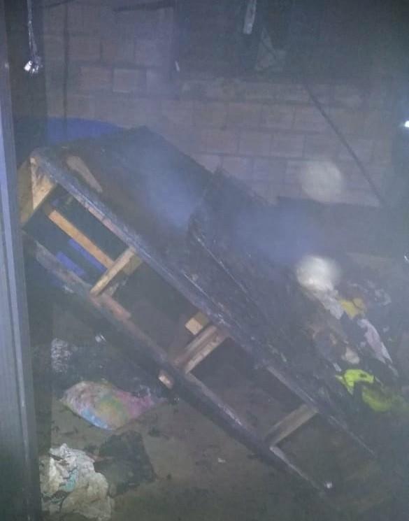 Morador passa mal após inalar fumaça tentando apagar incêndio dentro da própria casa - Noticias